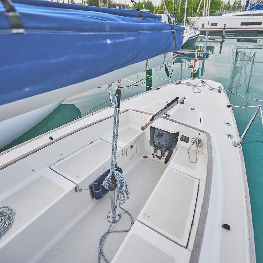Scholtz 8.8 sailboat charter - Füredyacht Charter