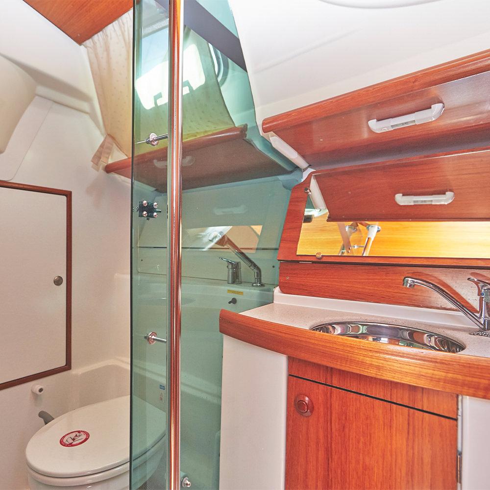 Jeanneau Sun Odyssey 35 sailboat charter | Füredyacht Charter