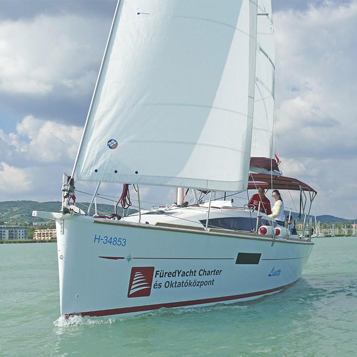 Jeanneau Sun Odyssey 319 sailboat charter | Füredyacht Charter