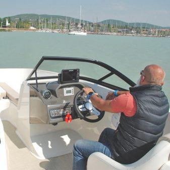 Bayliner E-VR6 BR e-hajó bérlés | Füredyacht Charter
